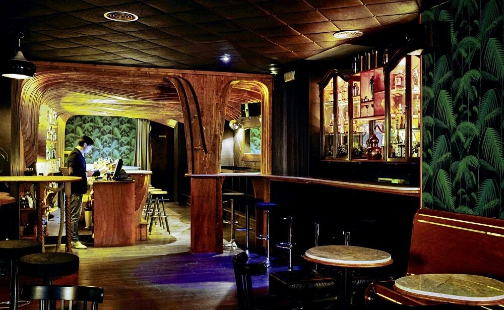 Interior de la cocteleria Paradiso