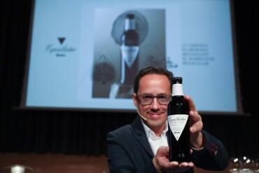 François Chartier, con la nueva cerveza Equilater