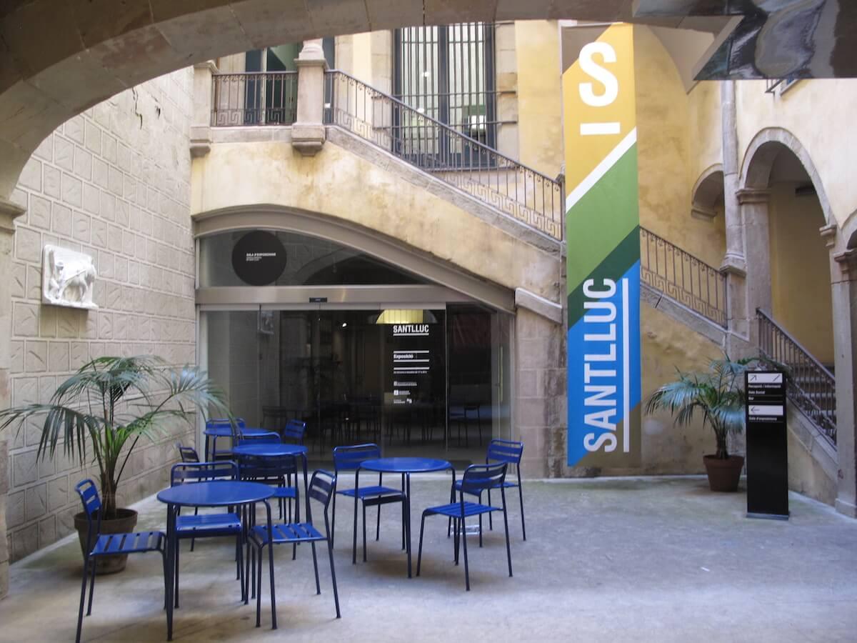 Pati del Cercle Artístic Sant Lluc, al carrer Mercaders.