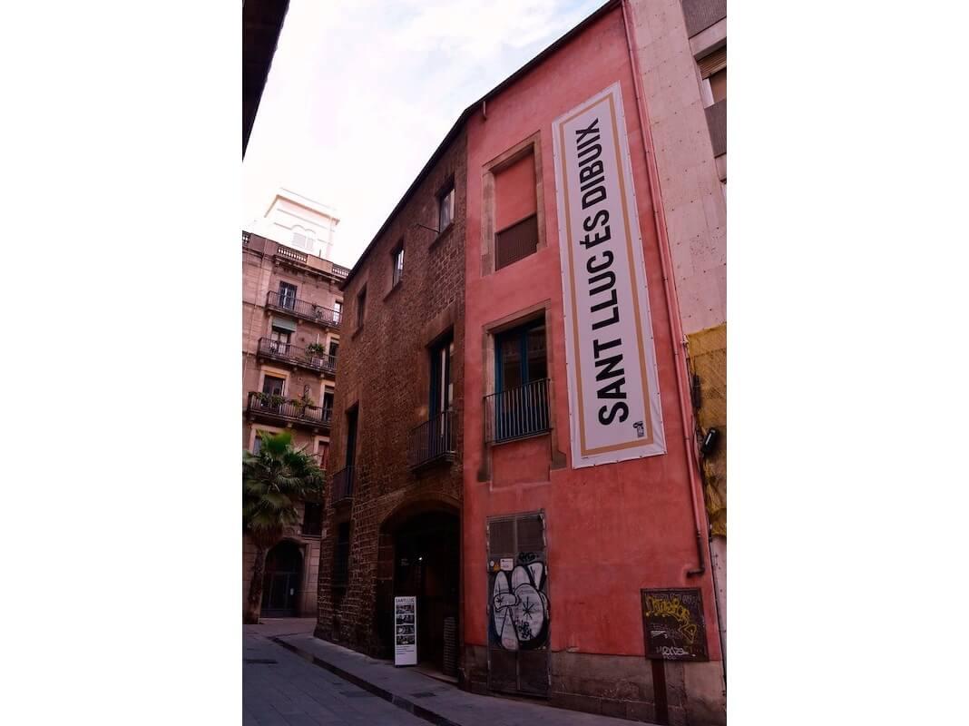 Façana del Cercle Artístic Sant Lluc, al carrer Mercaders.
