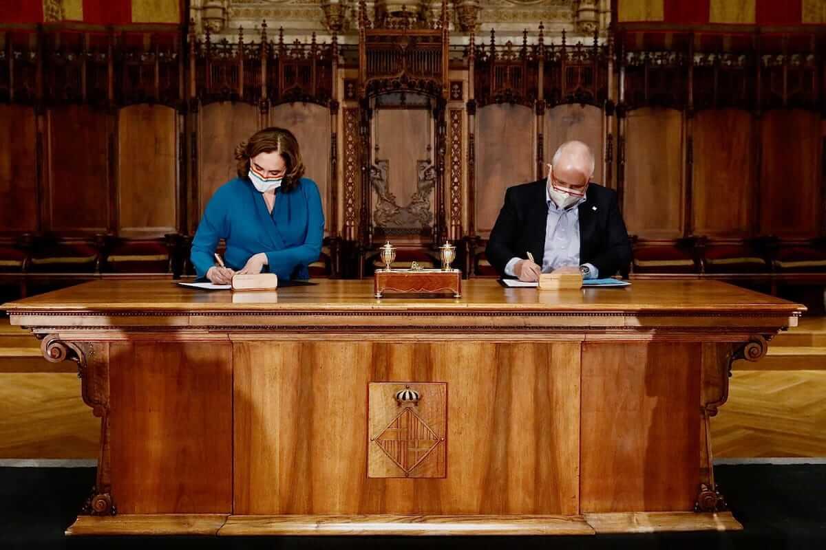 Alcaldesa Ada Colau y el rector de la UOC, Josep A. Planel
