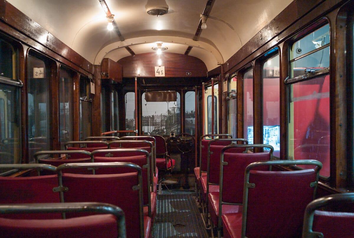 Interior d'un tramvia antic a Hèlsinki