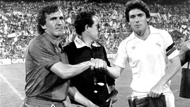 Tente Sànchez (FC Barcelona) i Santillana (Real Madrid) . Temporada 1977-78
