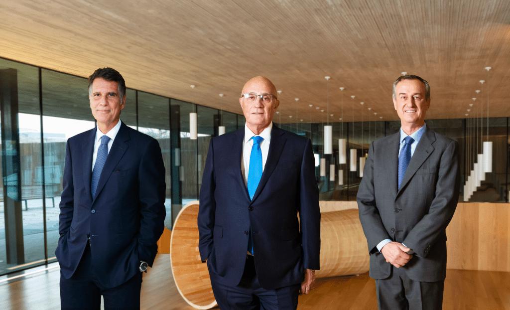 Jaume Guardiola, Josep Oliu i César González-Bueno.