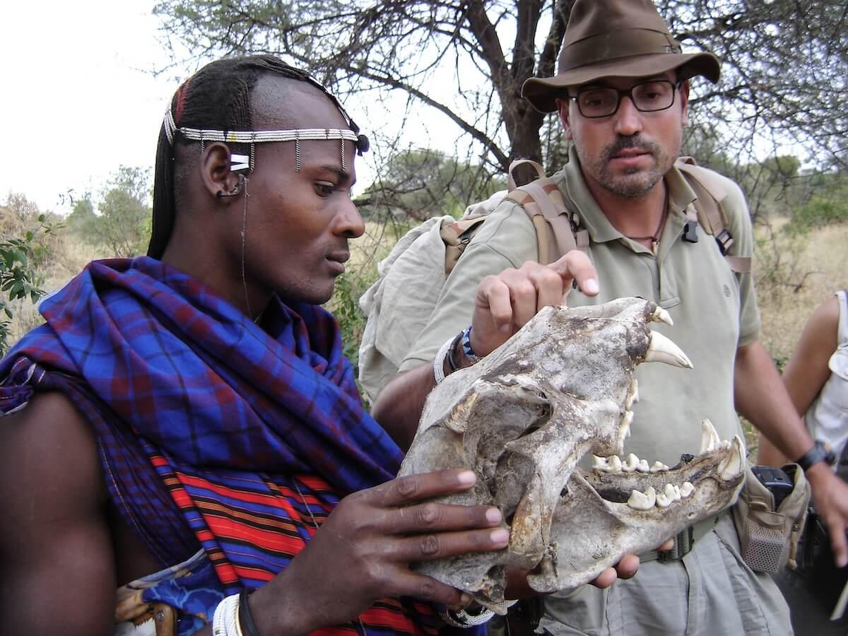 Guerrero maasai y Jordi Serrallonga en Tanzania