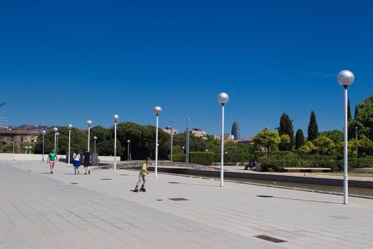 Iluminación de aceras en Barcelona