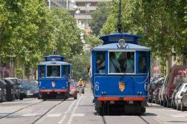 El tramvia blau circulant per avinguda Tibidabo