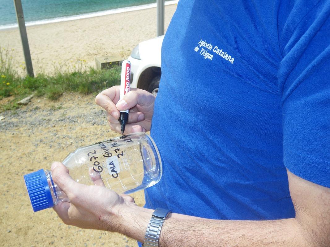 Análisis 3000 muestras agua playas Cataluña