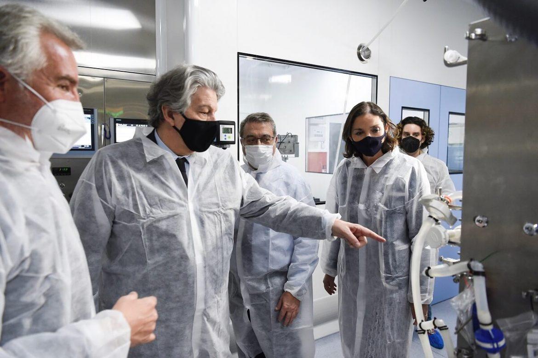Ministra Reyes Maroto visita la planta de Reig Jofre en Sant Joan Despí.
