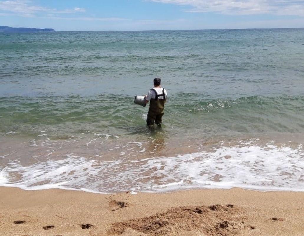 Recogida muestras playa de la Agencia Catalana del Agua