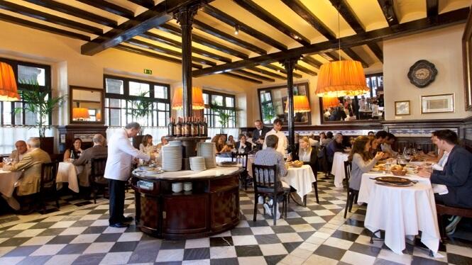 Interior del restaurant Les 7 Portes