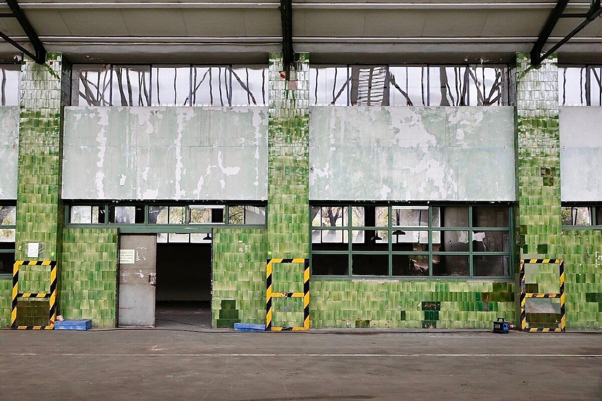 Pared de la antigua fábrica Mercedes-Benz, Barcelona