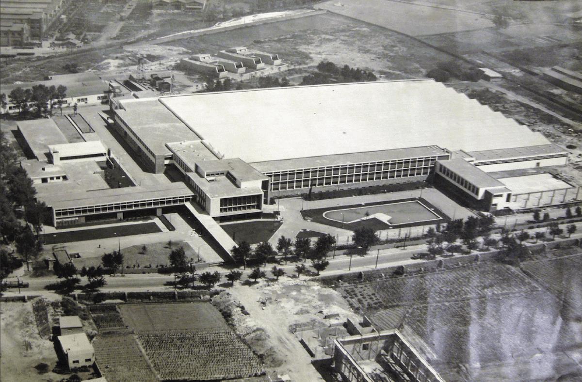 Imagen antigua fábrica Mercedes Benz