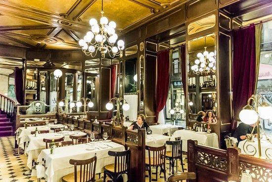 Interior de El Gran Café de Barcelona