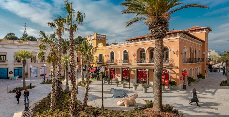 Nueva plaza en la Roca Village