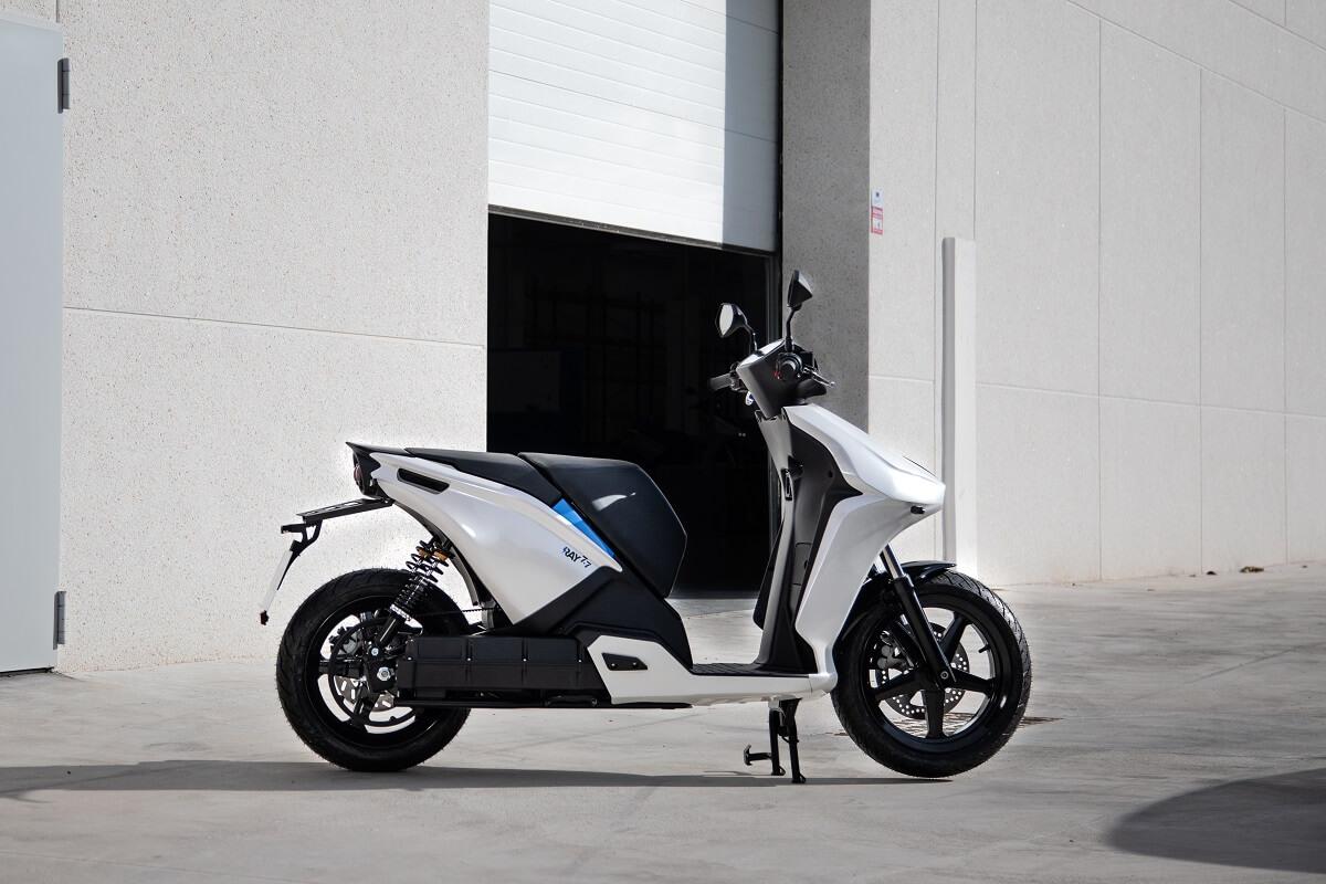 Moto Ray 7.7 blanca