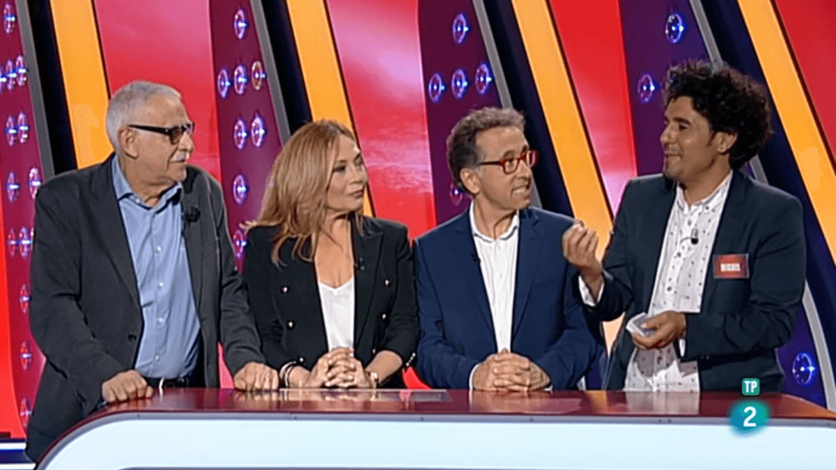 Juanjo Cardenal, Pilar Vázquez y Jordi Hurtado con el mago Miguelillo