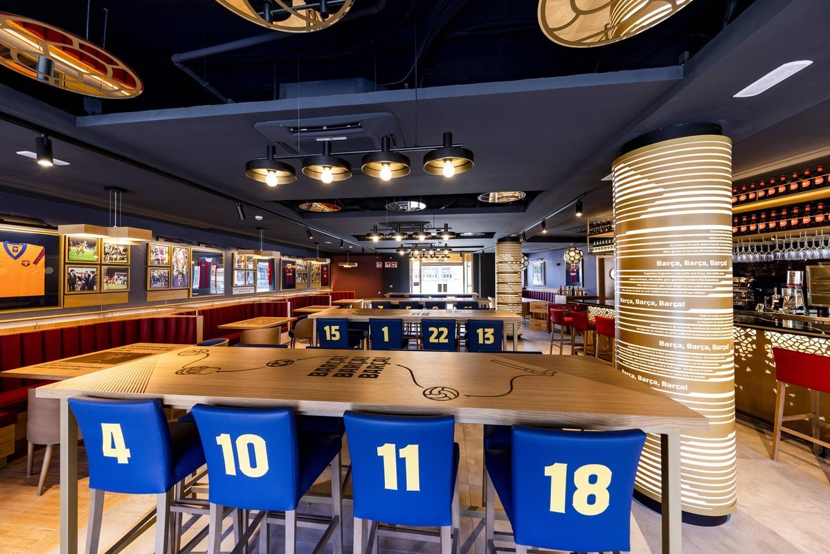 Imagen del interior del establecimiento, repleto de motivos azulgrana.