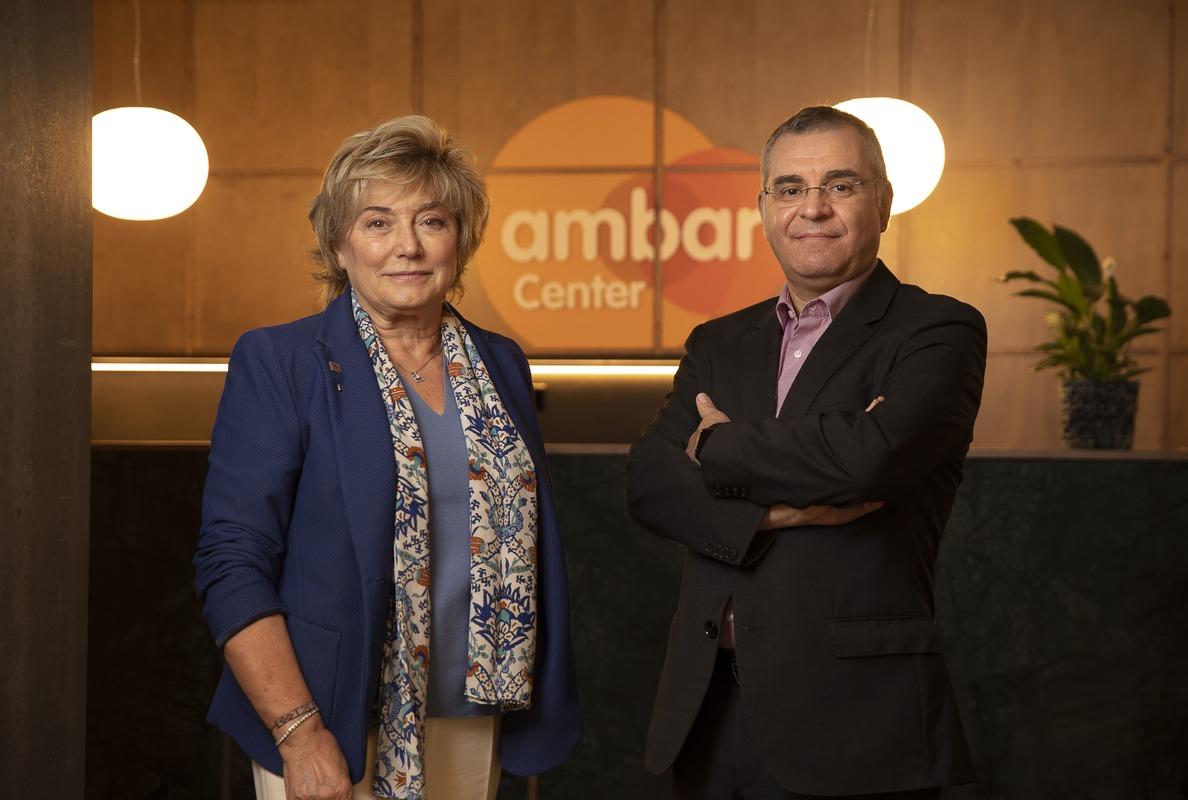 Doctora Mercè Boada, cofundadora de Ace, con Antonio Páez, director médico del programa Ambar de Grifols.