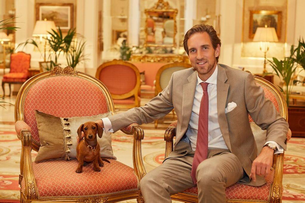 Friedrich von Schönburg y su perra