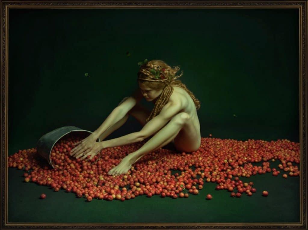 'Y luego se fue rodando por sí solo' (2019). De la fotógrafa Alisa Sibirskaya. Galería Valid Foto Bcn.