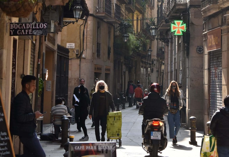 Gent passejant