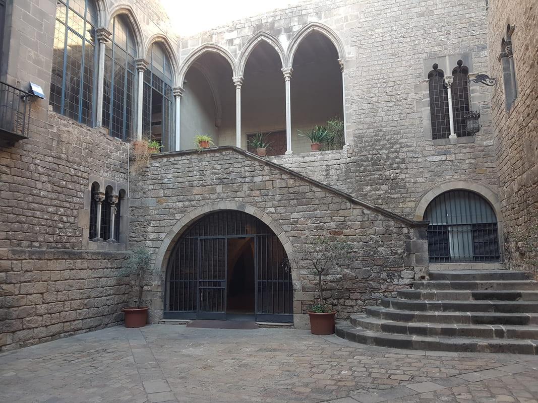 Palau Requesens, Barrio Gótico de Barcelona